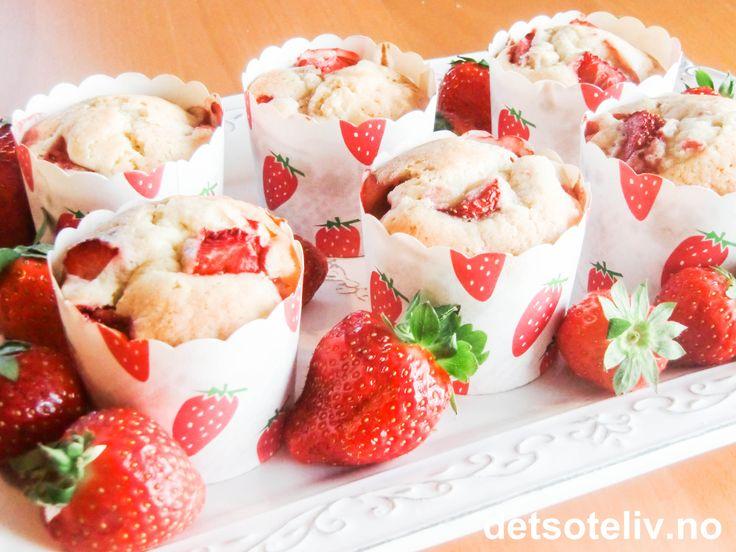 Deilige sommermuffins med jordbær og vanilje!