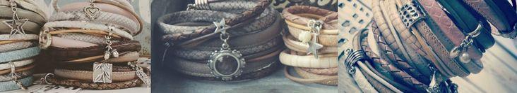 Wikkelarmbanden DAMES met bedels en schuiversWikkelarmbanden gemaakt van verschilllende materialen; gevlochten leer, imitatie leer en nikkelvrije metalen bedels en sloten. De wikkelarmbanden zijn gemaakt in prachtige natuurlijke kleuren van dit seizoen en worden tweemaal om de pols gewikkeld.Aan de wikkelarmbanden hangen bedeltjes in de vorm van bijvoorbeeld een hartje, een roosje, een geluksmunt of onze prachtige filigraan hangers.