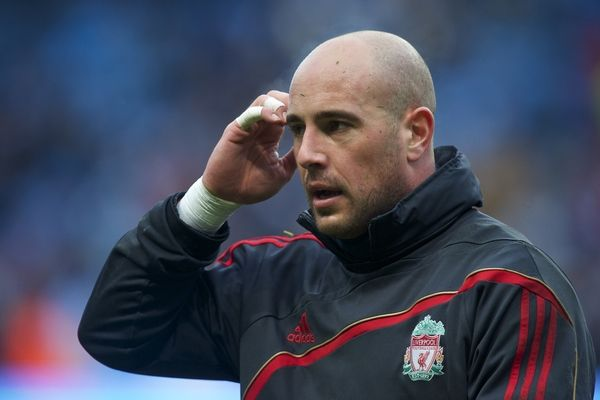 I don't care about the story this links to--I just wanted to pin another picture of Pepe Reina