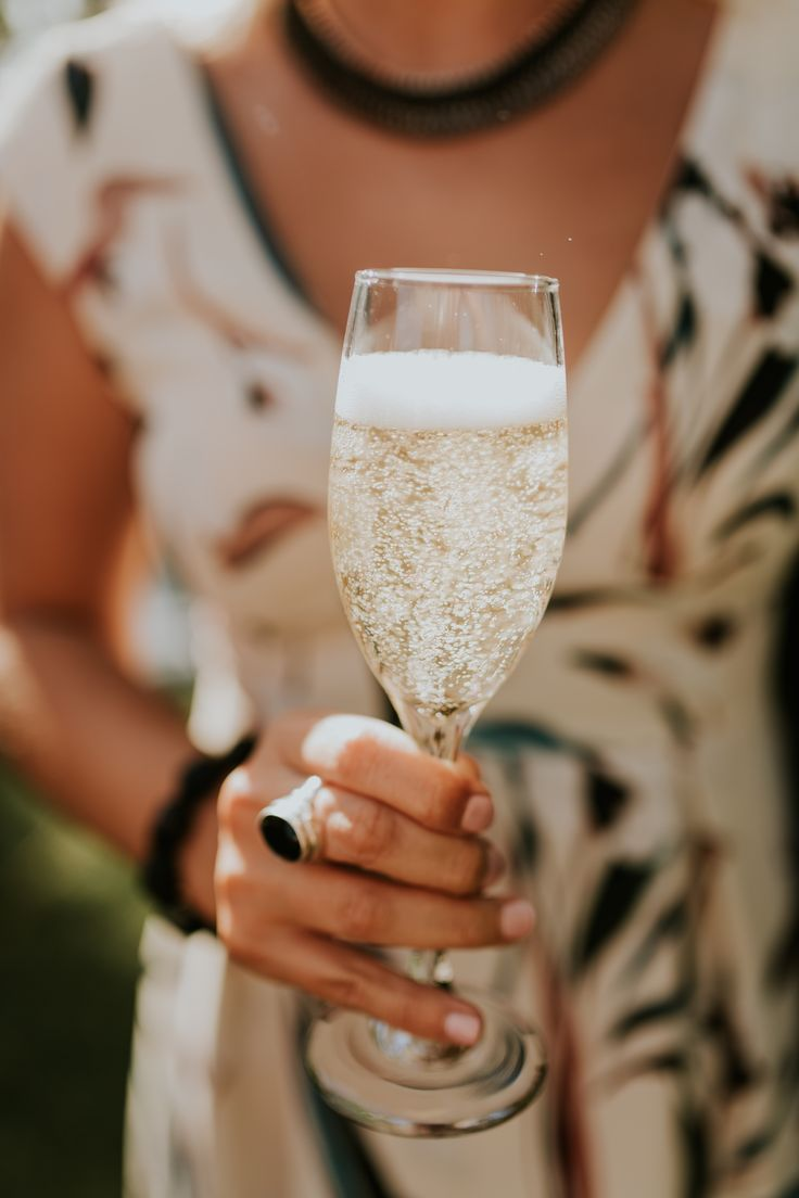 Did you know that Champagne, like wine, can be paired with anything - it's all in the choice of the bottle of bubbly.   http://www.popmobilebar.com/blog/2017/6/22/choosing-the-right-champagne
