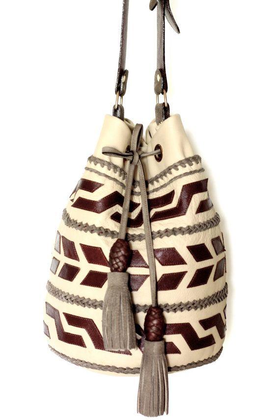 MOCHILA ARHUACO / leather crossbody bag in a by yoluyolu on Etsy, $450.00::Los diseños que están en la franja media formando un círculo,  contienen diversas asociaciones. Si están en todo el cuerpo de la  mochila se representan las cuatro esquinas del mundo (Usemi  1976: 21,41,42).