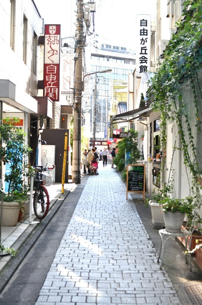 I so feel like I've walked down this street - sigh! Oh to do it again!