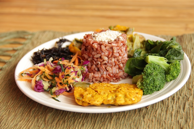 macrobiotic planet platter from Down to Earth Cafe, Ubud.... beautiful colours