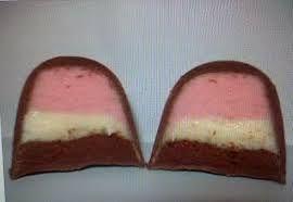 imagem da internet     Ingredientes   Morango   1 xícara (chá) de creme de leite fresco 35% gordura - o usado foi Campo Limpo, preferen...
