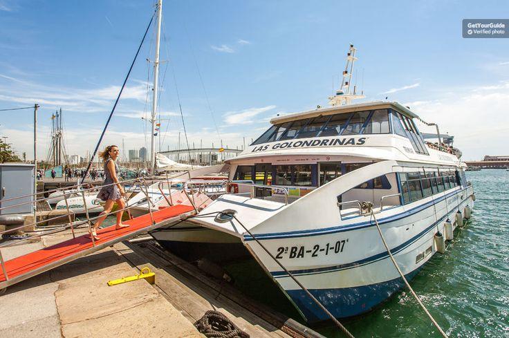 Découvrez plus de 125ans d'histoire avec une croisière d'une heure et demie depuis le port de Barcelone. Montez sur l'un des bateaux Las Golondrinas et admirez les vues panoramiques sur la plage et la ville, des arsenaux Drassanes à la marina olympique.