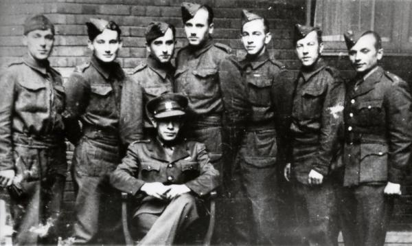 Participants of the first Czechoslovak assault course in Scotland (was held from 17.07. till 7.08.1941) within the bounds of the training for special operations. On the right - Jozef Gabčík. London, headquaters of II. Department of National Defense in Porchester Gate, August 1941.