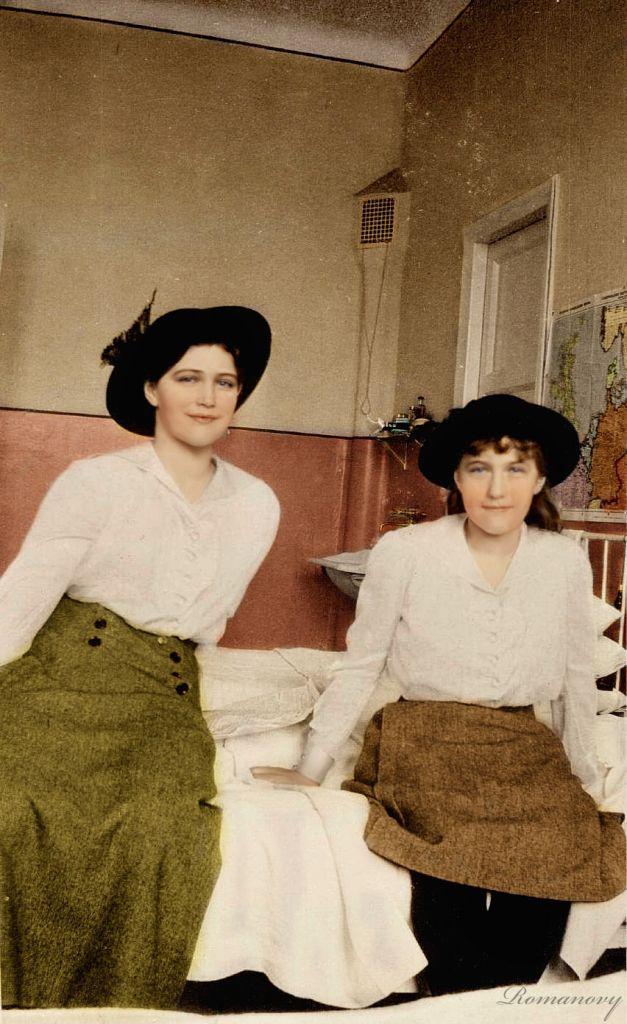 Maria and Anastasia (During captivity in Tobolsk?)