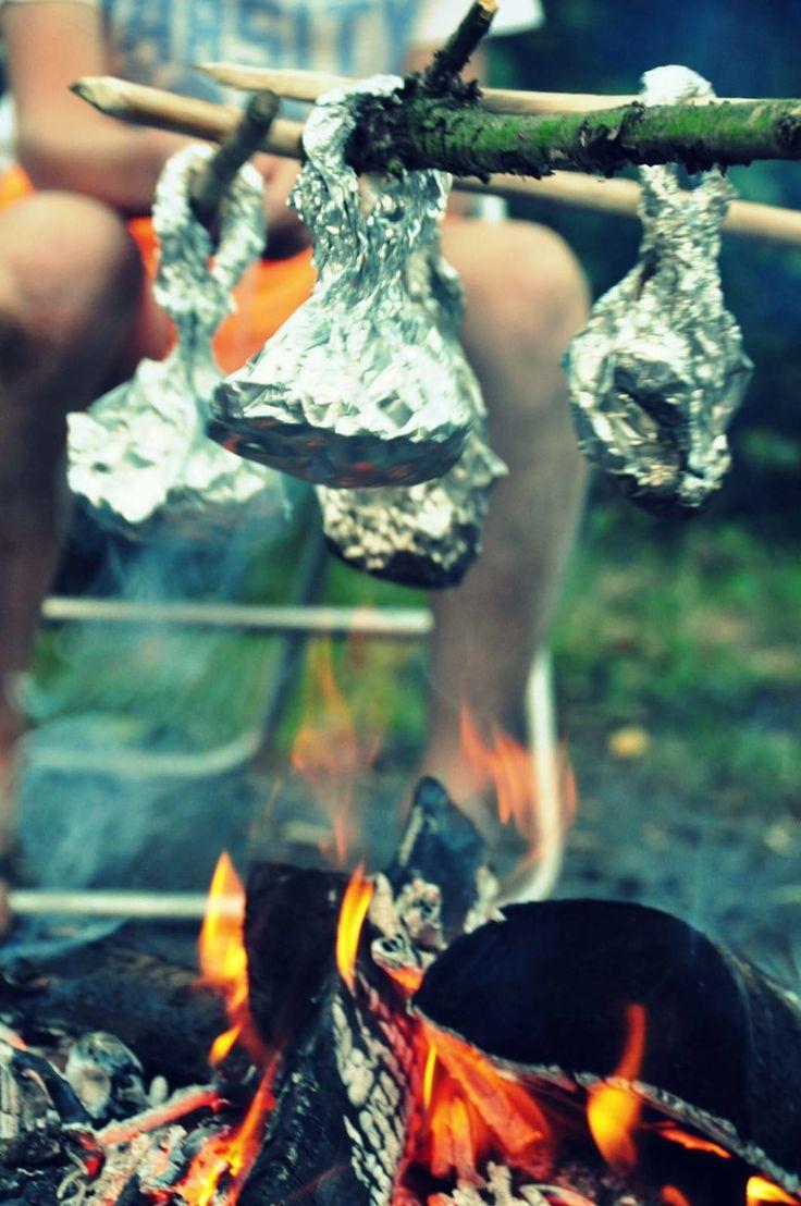 popcorn bakken boven kampvuur (de duiventoren)