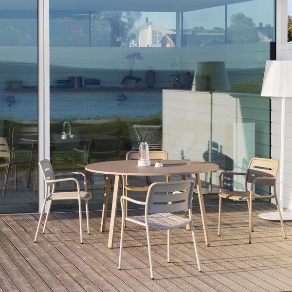Kettal - Village   #kettal #village #chair #armchair #table #paardekooper #paardekooperhulst #centre #terrace #outside #outdoor #outdoorliving #outdoorfurniture #terracefurniture #terrasmeubelen #garden #gardenfurniture #meubels #luxury #luxuryexteriors #architecture #design #designideas #designfurniture #zomer #summer #sun #cushion #lounge