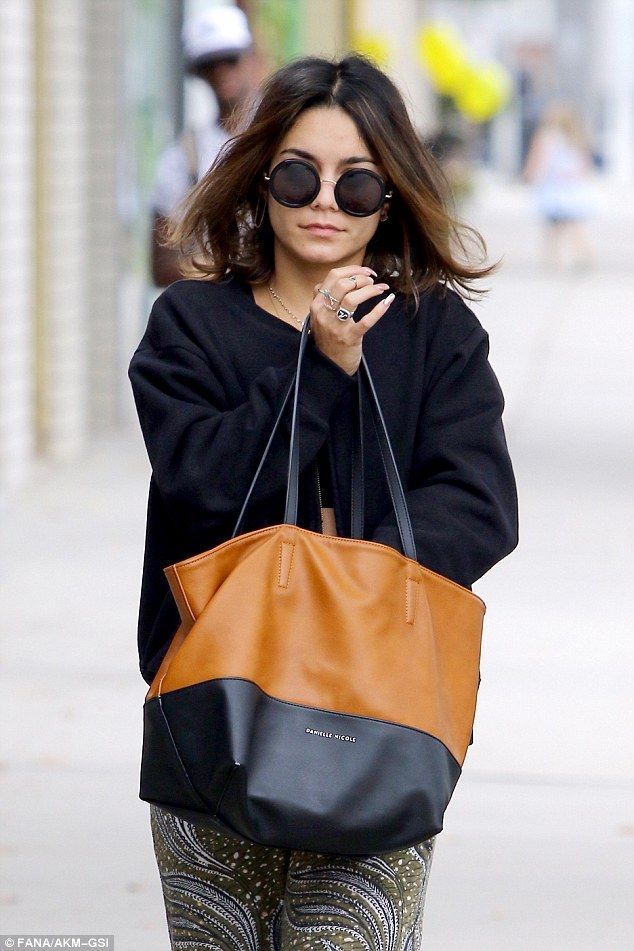 Throwing shade: Vanessa hid her eyes behind a pair of large, round-framed…
