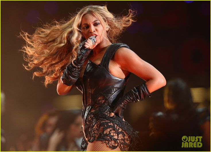 Do it Girl!!  Beyonce: Super Bowl 2013 Halftime Show - loved how everyone on stage was a girl.