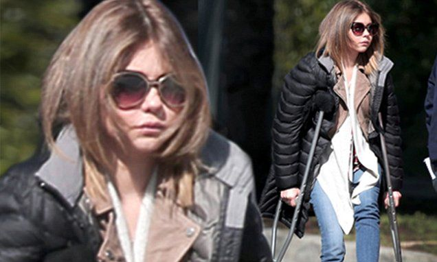 Sarah Hyland suffers through ankle injury while filming Modern Family