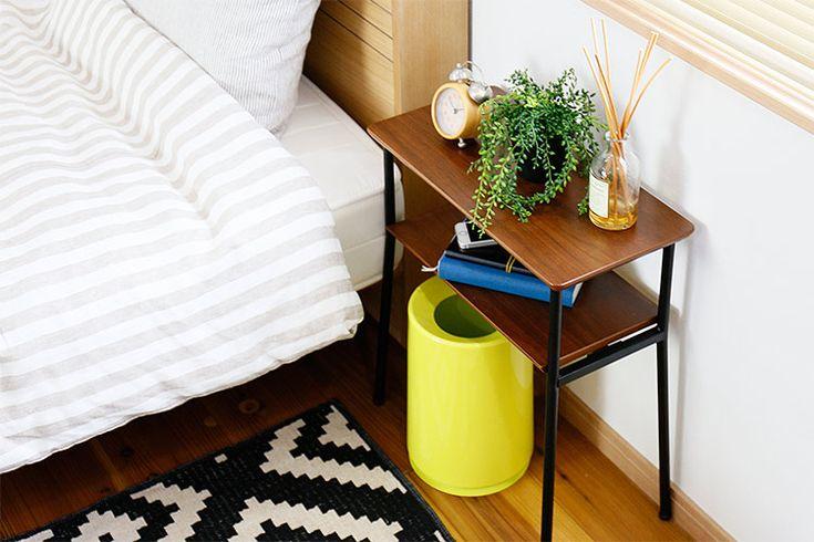 小洒落たテーブルをベッドサイドに ロカス サイドテーブル