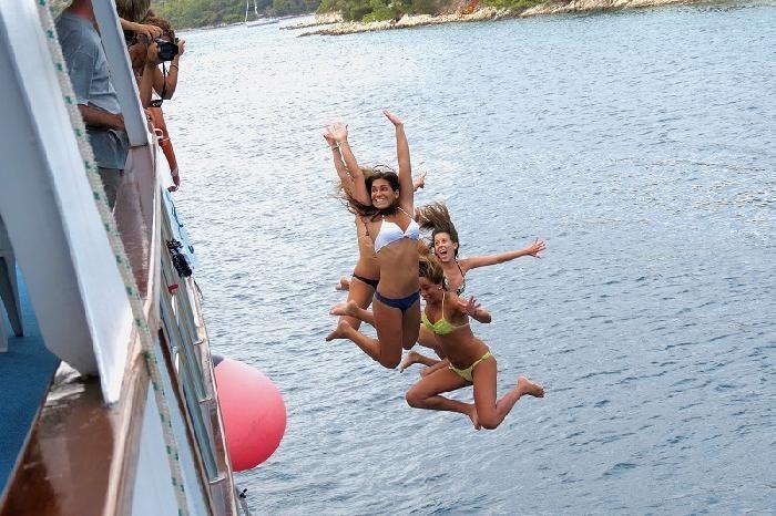 """¿Queréis vivir una auténtica #aventura para celebrar el fin de exámenes? Surcar el Mar Adriático y descubrir las islas del sur de #Croacia a bordo de un auténtico #Crucero """"Vintage"""" repleto de gente joven como vosotros: fiesta, sol y playa. No os dejará indiferentes."""