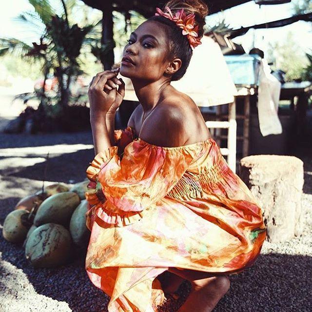 Titah bun levels 💯 photo: @brooklynhawaii MUA: @jasminemullins_mua stylist: @ladyslider for @herewithmagazine