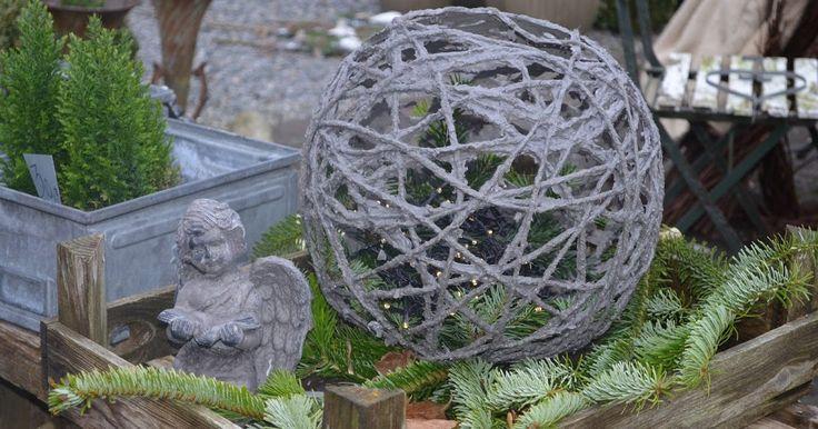 Jeg har nogle veninder, jeg ofte giver hjemmelavede gaver. I år har jeg lavet en betonkugle lanterne til en, jeg ved sætter pris på hj...