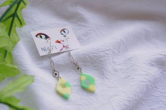 *** NEKO's by yukari ***軽くてつけ心地の良い、オリジナルプラスチックパーツが付いたアクセサリー。蛍光塗料入りなので暗い場所で...|ハンドメイド、手作り、手仕事品の通販・販売・購入ならCreema。