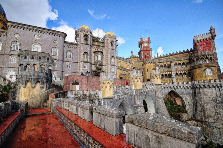 Sintra, Portogallo: l'eden glorioso di Lord Byron - via Viaggio nel Mondo 14.11.2014   Palazzi magnifici, giardini esotici, un'atmosfera fiabesca. L'eden decantato da Lord Byron. #Sintra, un sogno a occhi aperti, a soli 28 km da #Lisbona.