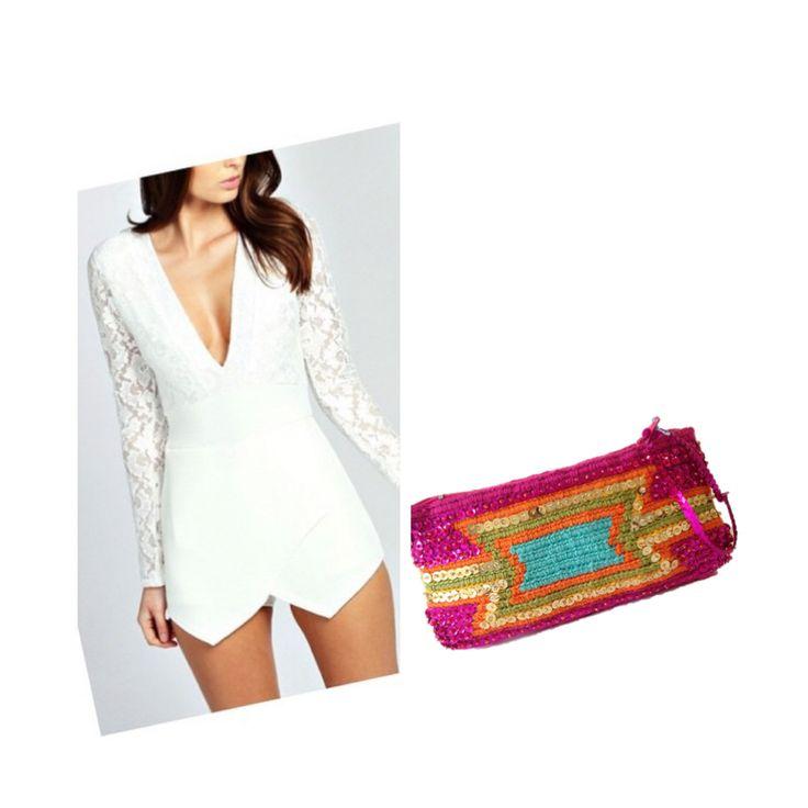 Cartera de mano fucsia recamada en lentejuela. Úsala también como cosmetiquera!   Complementa tu outfit con accesorios Alana.   www.alanaonline.com