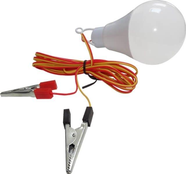 Anticipezi ca vei avea nevoie de o sursa puternica de lumina in masina? Cumpara acest bec LED in putere de 12W pe care il alimentezi la 12V (baterie auto) prin clestii speciali si va fi de mare ajutor daca ai pana sau iesi la pescuit.