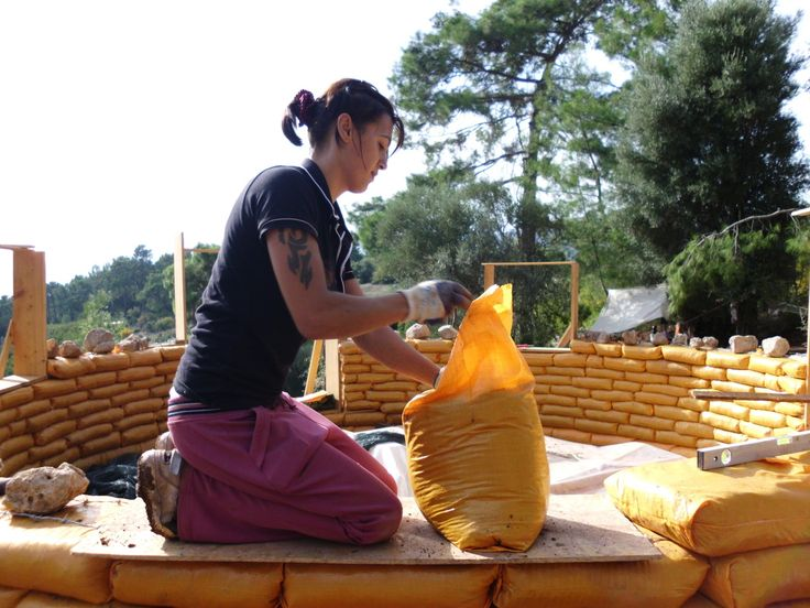 How to build an earthbag house by Kerry Bingham. - THE MUD