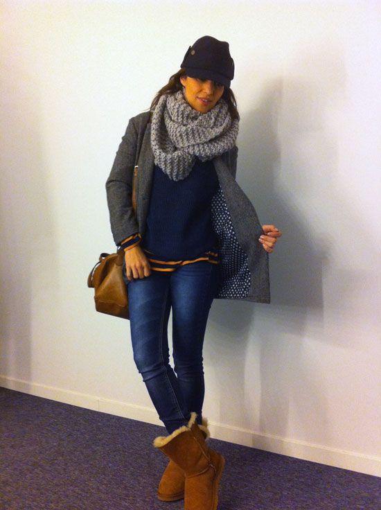 Para el frío, en azul y gris. Botas borreguillo. Bolso satchel bag.