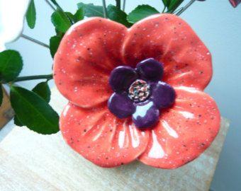 Blume-Korallen und Pflaume seine hausgemachten Hand Keramik dekorieren