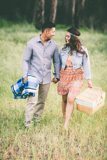Picnic engagement photos | Aga Jones Photography