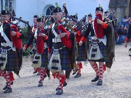 MEN IN KILTS PLAYING THE BAGPIPES