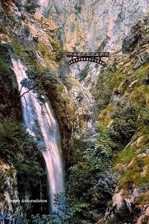 Ruta del Cares SpainMás Información del Turismo de Navarra España: ☛  #NaturalezaViva  #TurismoRural  ➦   ➦ www.nacederourederra.tk  ☛  ➦ http://mundoturismorural.blogspot.com.es   ☛  ➦ www.casaruralnavarra-urbasaurederra.com ☛  ➦ http://navarraturismoynaturaleza.blogspot.com.es  ☛  ➦ www.parquenaturalurbasa.com ☛   ➦ http://nacedero-rio-urederra.blogspot.com.es/