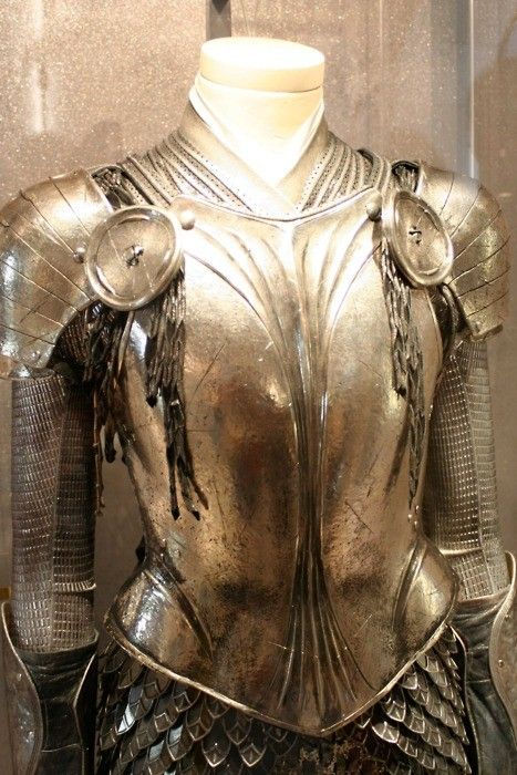 Instead of a traditional dress, how about wearing beautiful female armor? It's not only the men who can be a knight in shining armor.