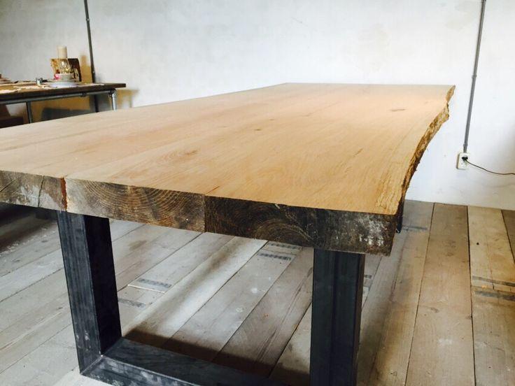 Tafel met eikenhouten tafelblad www.houtenzo.com