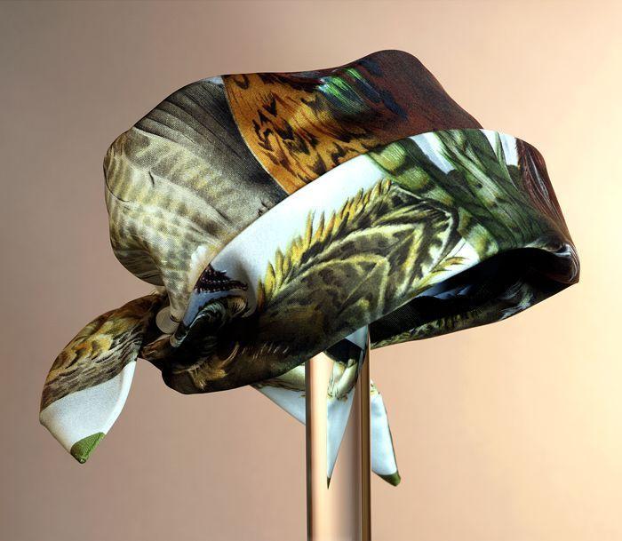 Dameshoed gemaakt uit zijden shawl met opdruk fazant | Ladies' hat made from a silk scarf with pheasant motif, Hermès, 1976, Museum Rotterdam #modemuze #centraalmuseum #autumn #herfst