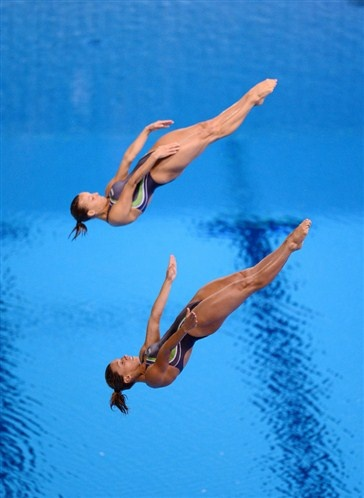 Italy's Francesca Dallape and Tania Cagnotto compete in the Women's Synchronised 3m Springboard at the Aquatics Centre, London, on the second day of the London 2012 Olympics. (© PA Wire Press Association Images)