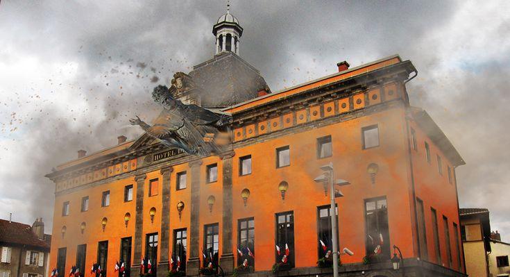 Aurillac : La statue du pape Gerbert s'écrase sur la mairie