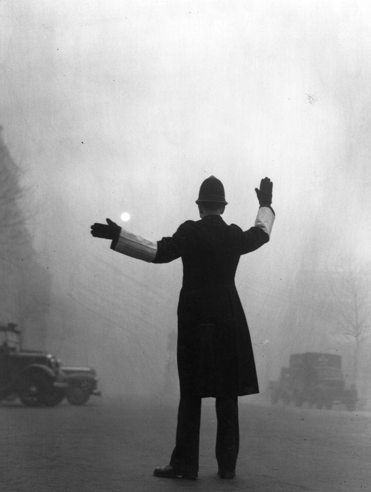 1952: Fleet Street. | 26 Haunting Photos Of The London Fog