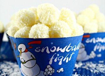 """Et voici le cupcake """"Bataille de Boules de Neige""""! Une recette qui devraient ravir les yeux et les papilles des enfants, et des grands qui ont ..."""