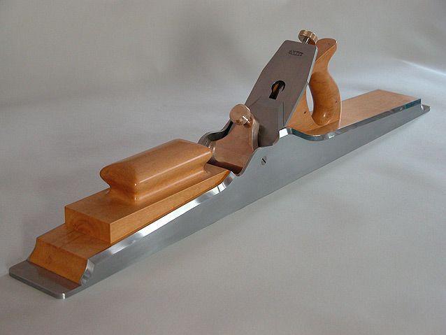 Gentleman Menuisier, Dandy Ebéniste...  #bois, #wood, #madeira, #menuiserie, #ébénisterie, #joinery, #carpintaria, #woodwork, #design, #architecture, #furniture, #meuble, #movel, #MEY, #Vernouillet, #Yvelines, #woodworking, #scierie,  www.societe-mey.com