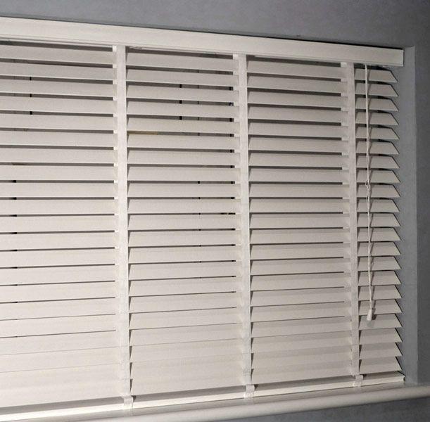 Venetian Blinds | Wooden Venetian Blinds UK Technical Information - Fittings | Brackets -- living room blinds