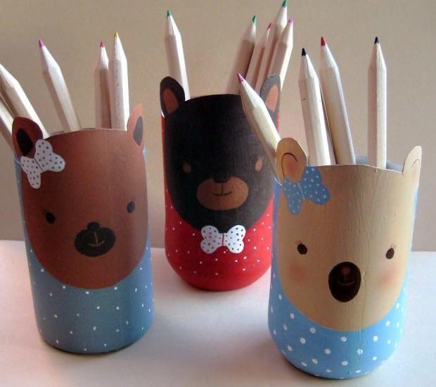 Cómo hacer botes para lápices con botellas de plástico | Aprender manualidades es facilisimo.com