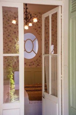 Notre Chambre est une chambre d'hôtesde charme très confortable s'ouvrant directement sur la terrasse et sur le jardin exotique avec vue sur le massifdes calanques. Elle est équipée d'une literie d [...]