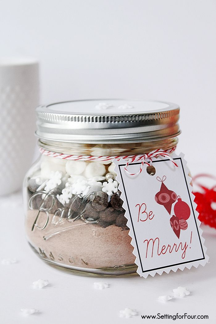Last minute DIY Christmas gift! Snowflake Hot Chocolate Mason Jar Food Gift with FREE Printable Holiday Gift Tag. A delicious Foodie, teacher and neighbor gift idea! www.settingforfour.com