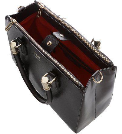 Best seller entre as mulheres mais chiques, a bolsa Lorena é daqueles clássicos incontestáveis. O modelo estruturado de design marcante é sinônimo de elegância há décadas, e ganha ainda mais charme