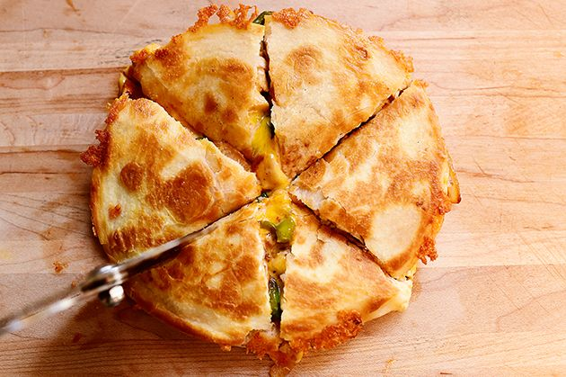 CHicken quesadillas with just a frying pan, no quesadilla maker. And how to freeze them @ http://www.atimetofreeze.com/chicken-quesadillas-freezer-recipe/