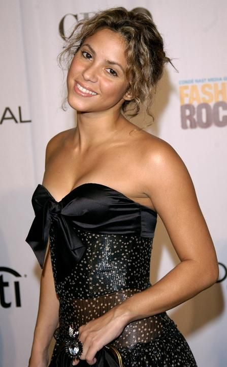 Shakira arrives at the 2nd annual Fashion Rocks concert at Radio City Music Hall in New York September 8, 2005. REUTERS/ Chip East CME/TC