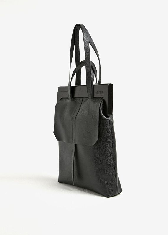 f9db90e28f3e Wood and leather tote bag - Crafted with a wooden self-clasping frame
