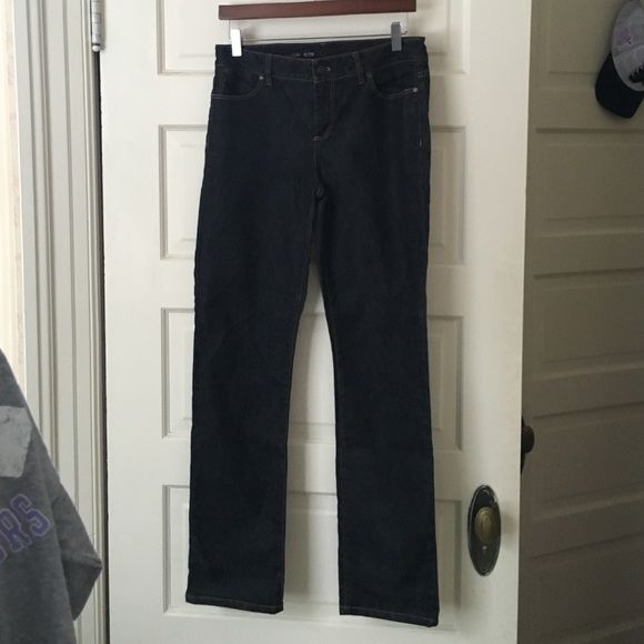 Talbots Signature Straight dark blue jeans Excellent condition straight-legged, dark blue jeans from Talbots.  These are like new...excellent condition.  Rarely worn, washed once.  Very comfortable and stretchy denim fabric.  84% Cotton and 16% Elasterell-P. Talbots Jeans Straight Leg