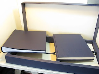 Caja con dos cunas para album de fotos y diario de nacimiento.