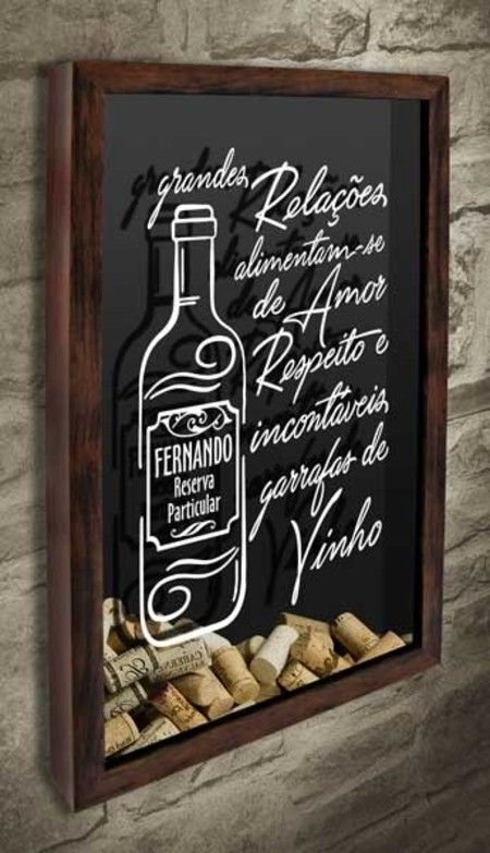 Quadro para Rolhas - Incontáveis garrafas...  Ideal para decorar sua área gourmet, o quadro tem o texto Grandes relações alimentam-se de amor, respeito e incontáveis garrafas de vinho. Há o desenho de uma garrafa onde é possível personalizar o nome da pessoa a ser presenteada.  #quadropararolhas  #vinho  #portarolhas  #espaçogourmet  #wine