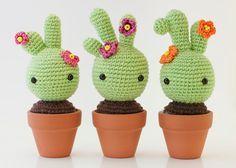 Amigurumi Cactus Patrón Gratis en Español aquí: http://mispequicosas.blogspot.com.es/2013/12/amigurumi-cactus-patron.html